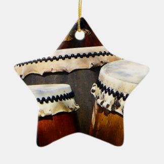 Tambores japoneses adorno navideño de cerámica en forma de estrella