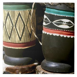 Tambores tallados mano, Livingston, Zambia Azulejo Cuadrado Grande