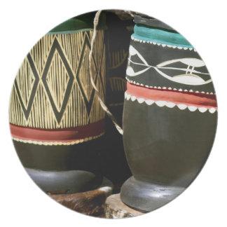 Tambores tallados mano, Livingston, Zambia Plato