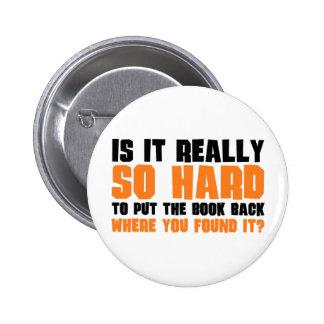 Tan difícilmente poner el libro detrás donde usted pin redondo de 2 pulgadas
