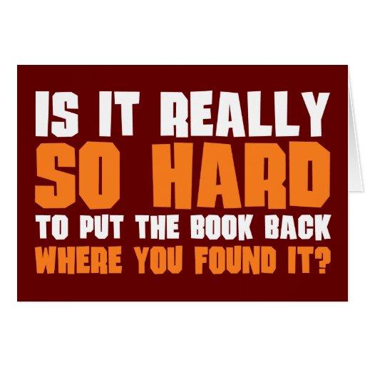 Tan difícilmente poner el libro detrás donde usted tarjetas