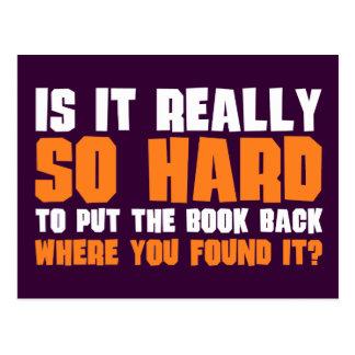 Tan difícilmente poner el libro detrás donde usted postales