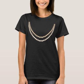 Tan elegante en perlas: Diseño falso del collar de Playera