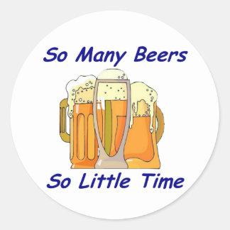 Tan muchas cervezas, tan poca hora pegatina redonda