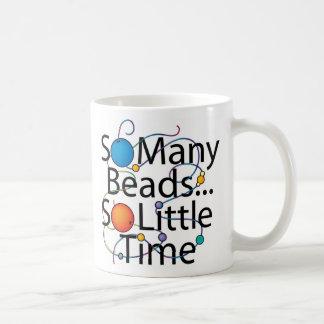 Tan muchas gotas nuevas taza de café