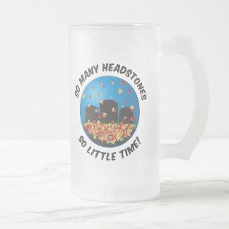 Tan muchas lápidas mortuorias… taza de café