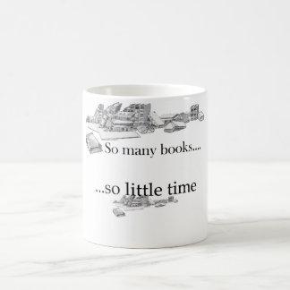 Tan muchos libros, tan poca hora taza de café