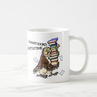 Tan muchos libros taza de café