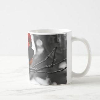 Tanager de escarlata masculino taza clásica