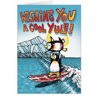 Tándem fresco de Yule que practica surf pingüinos Tarjeta De Felicitación