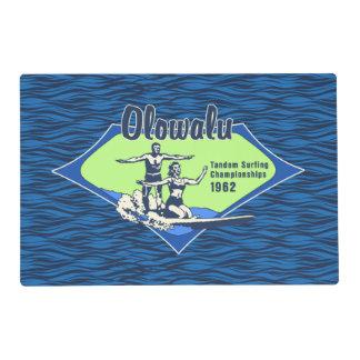 Tándem que practica surf diseño hawaiano de la tapete individual