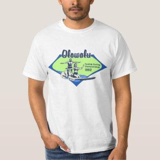 Tándem que practica surf las camisetas hawaianas poleras
