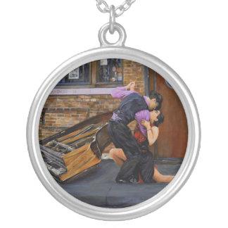 Tango en la calle por el collar de Steve Berger