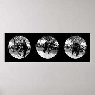Tango en la plaza en Buenos Aires - negro y blanco Póster