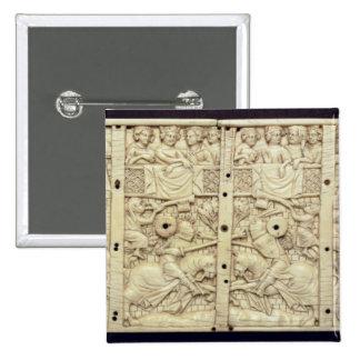 Tapa de un ataúd que representa un torneo pin cuadrado