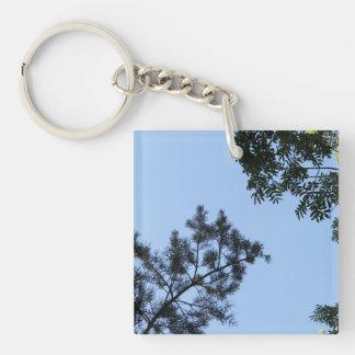 Tapas del cielo y del árbol llavero cuadrado acrílico a una cara