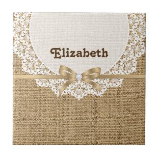 Tapetito blanco con el cordón y la arpillera natur azulejo cuadrado pequeño