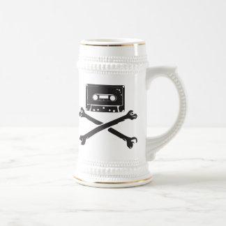 Taping casero de la piratería de la cinta y del pi jarra de cerveza