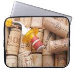 Tapón del vino en la fijación en corchos fundas computadoras