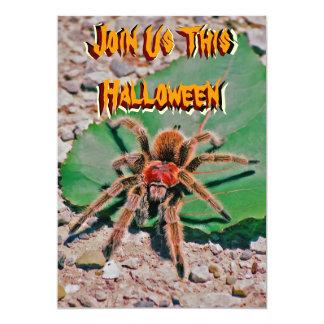 Tarantula en la invitación de Halloween de la hoja