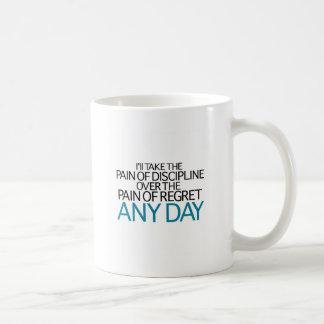 Tardaré a dolor de la disciplina cualquier día taza básica blanca