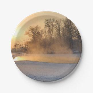 Tarde del invierno por el lago congelado plato de papel de 7 pulgadas