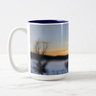Tarde del invierno taza de dos tonos