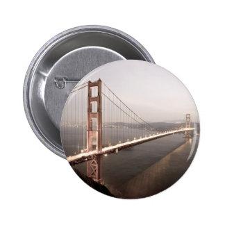 Tarde en el botón de puente Golden Gate Pin