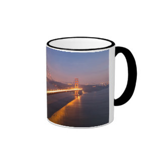Tarde en la taza de puente Golden Gate