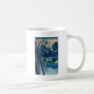 Tarde japonesa del vintage en azul taza clásica