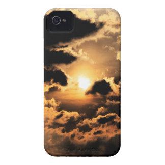 Tarde Sun con el cielo nublado Funda Para iPhone 4 De Case-Mate