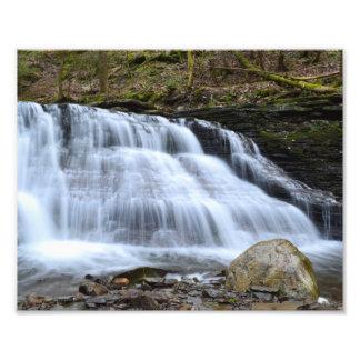 Tarde temprana de la primavera en las cascadas. Fo Fotos