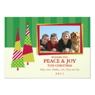 Tarjeta adornada del árbol de navidad y de la foto comunicados