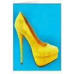 Tarjeta amarilla brillante de la pintura del zapat