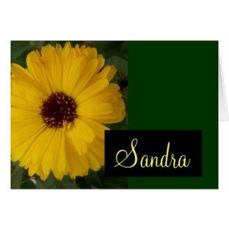 Tarjeta amarilla de la flor del Calendula con nomb