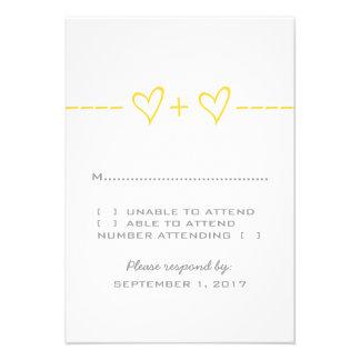 Tarjeta amarilla de la respuesta de la ecuación de invitación