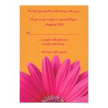 Tarjeta anaranjada de RSVP de la margarita rosada Anuncios