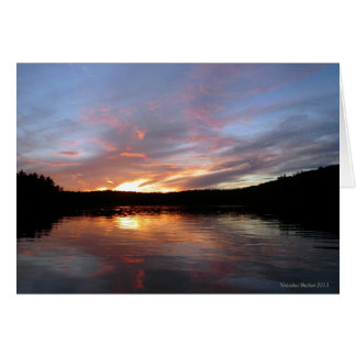 Tarjeta ardiente de la puesta del sol de la charca