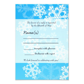Tarjeta azul de RSVP del navidad de los copos de Invitación Personalizada