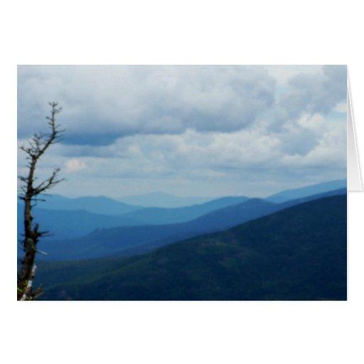Tarjeta blanca de Greetying de las montañas