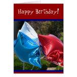 Tarjeta blanca del feliz cumpleaños y azul roja de