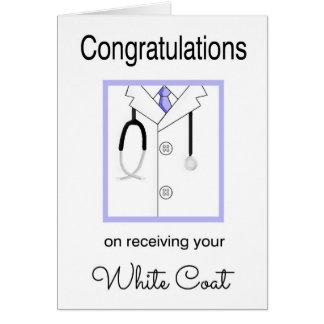 Tarjeta blanca médica de la enhorabuena de la capa