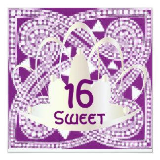 Tarjeta blanca púrpura céltica de la invitación