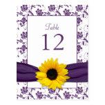 Tarjeta blanca púrpura de la tabla del boda del da tarjeta postal