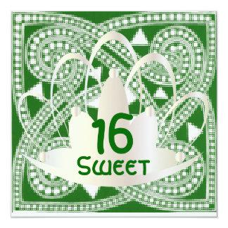 Tarjeta blanca verde céltica de la invitación del
