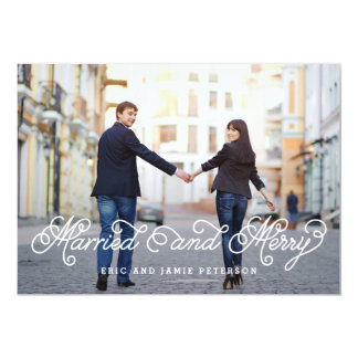 Tarjeta casada y feliz de la foto del día de comunicado