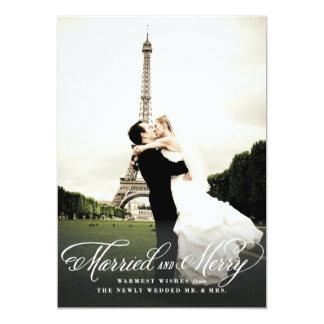 Tarjeta casada y feliz de la foto del día de anuncio