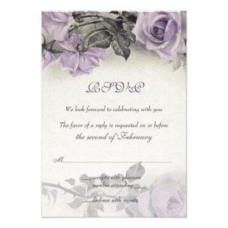 Tarjeta color de rosa púrpura de RSVP de la plata