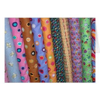 Tarjeta colorida de las telas