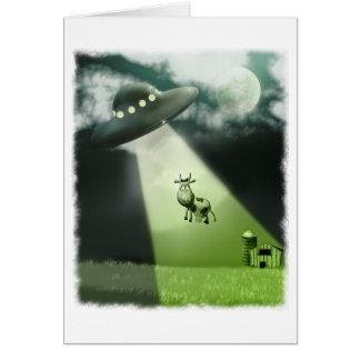 Tarjeta cómica de la abducción de la vaca del UFO